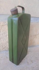 56d860a0bfb40-regi-zold-olajos-benzines-fem-lemez-kanna-2l