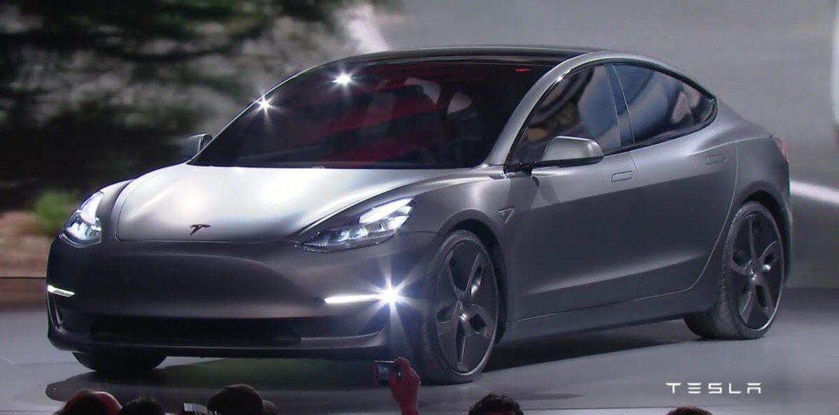 Menetelt a Nike és a Tesla igazgatója nagy bejelentést tett.
