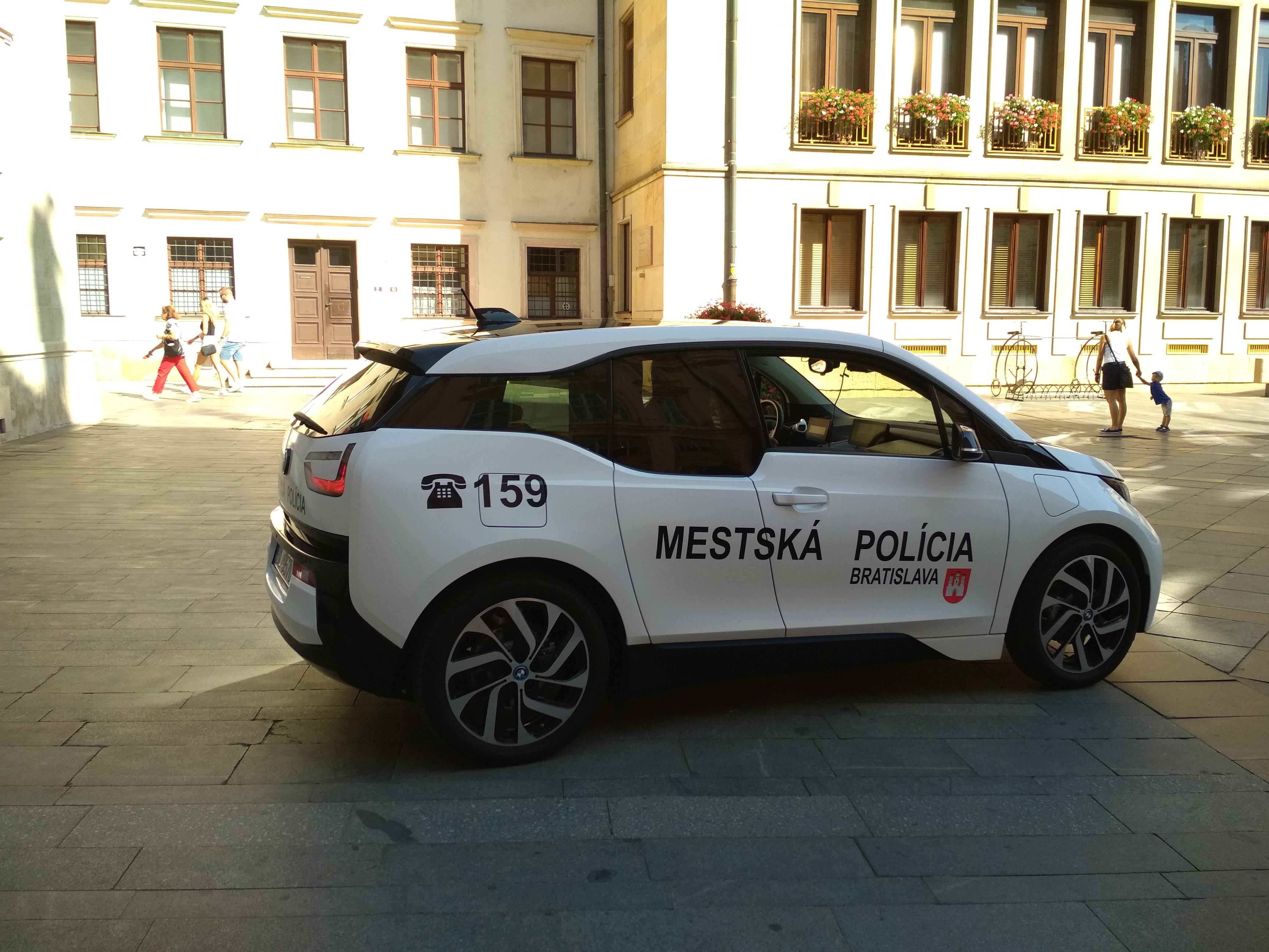 Elektromos autót kaptak a szlovák rendőrök és mi pont arra jártunk.